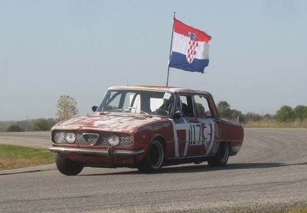1969 Alfa Romeo Berlina wins IOE at 24 Hours of LeMons Detroit