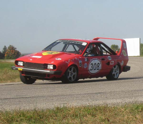 24 Hours of LeMons winning Alfa Romeo GTV6
